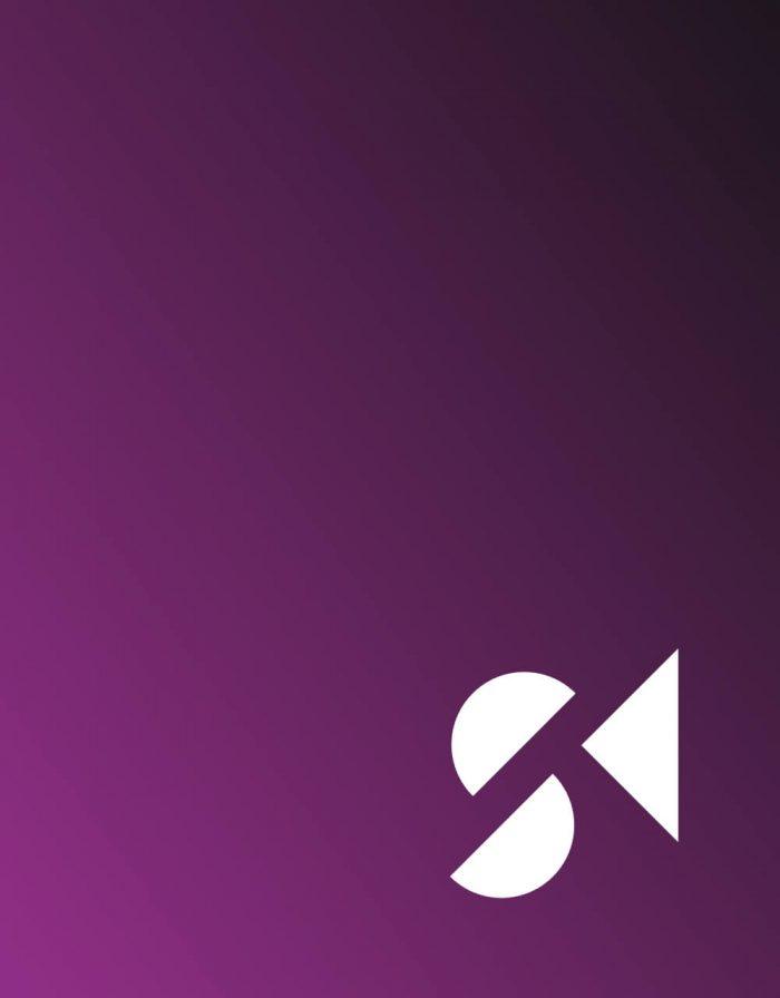 Hintergrund mit schwarz/lila Verlauf und weißem Logo von Steuerberatung Krischak.